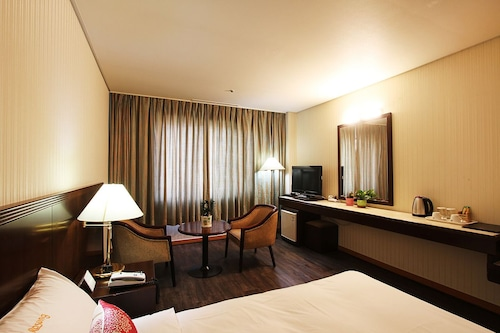 拉森觀光飯店/