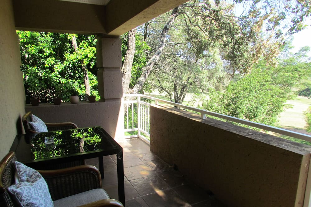 Executive Double Room, 1 King Bed, Non Smoking, Pool View - Balcony