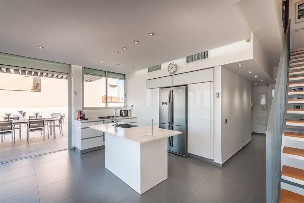 Premium Penthouse, 2 Bedrooms, Terrace, Beach View - In-Room Dining