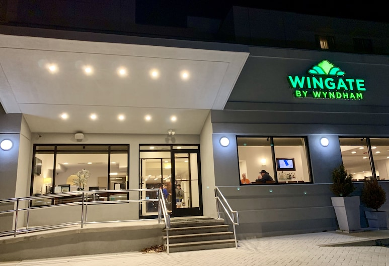 Wingate by Wyndham Atlantic City West, Egg Harbor Township, Hotel Front – Evening/Night