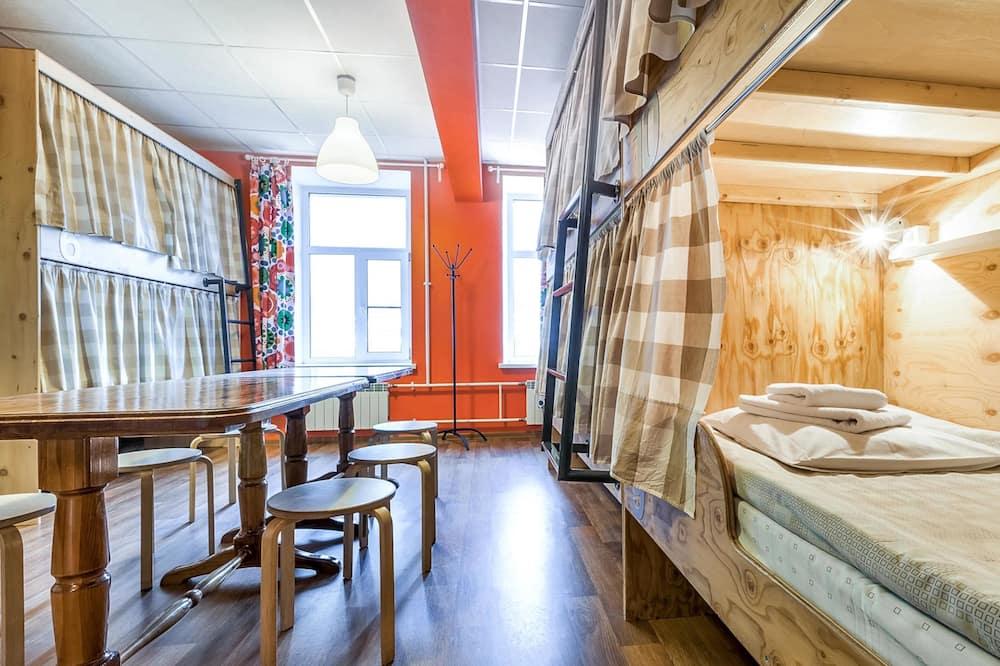 Кровать в общем 10-местном номере для женщин - Номер