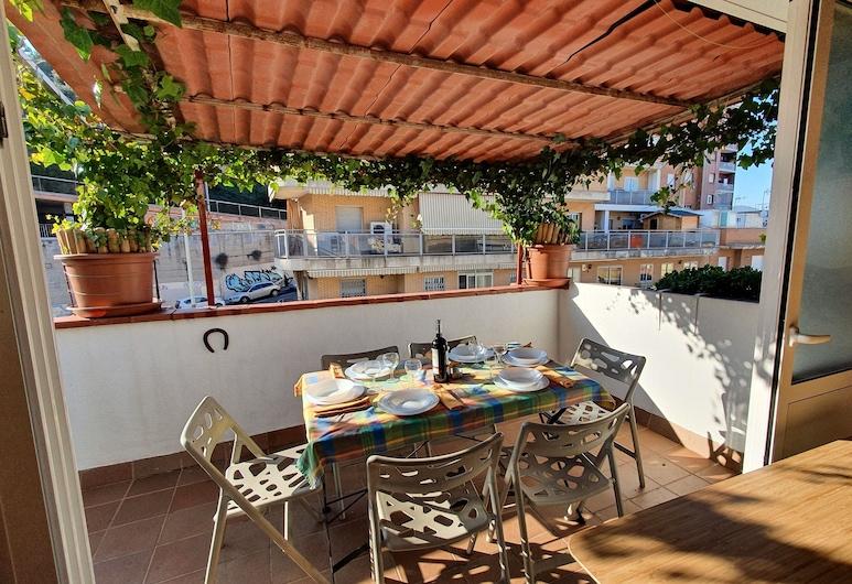 Atico con terraza y Barbacoa, junto linea Metro de BCN, Barcelona, Stravovanie vonku