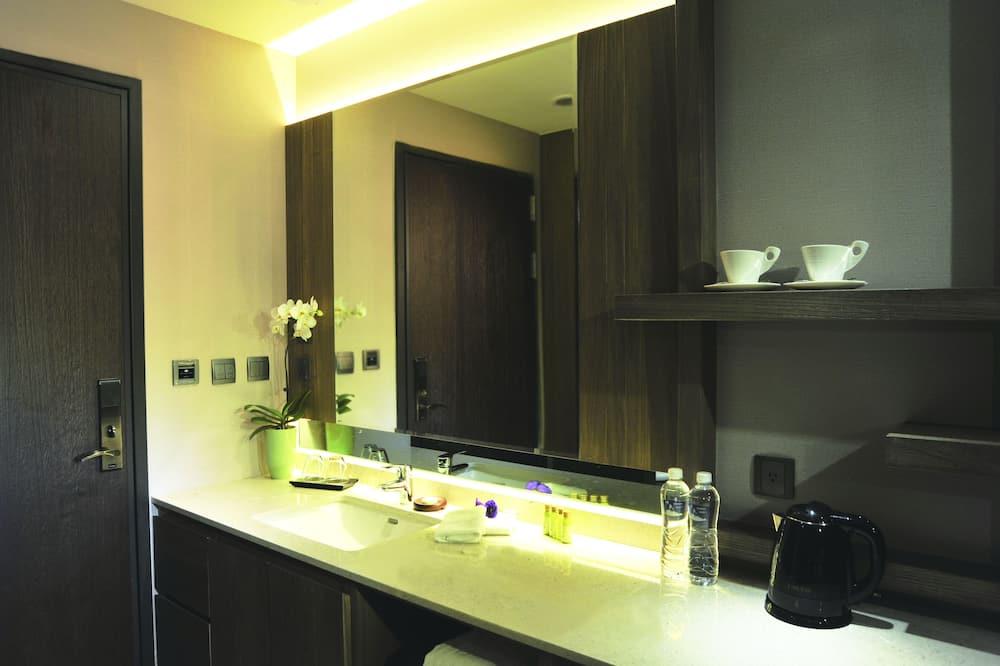 標準四人房, 城市景 - 浴室