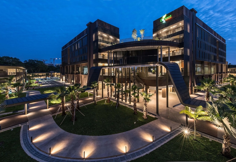 D'Resort at Downtown East, Singapore, Hotellfasad - kväll