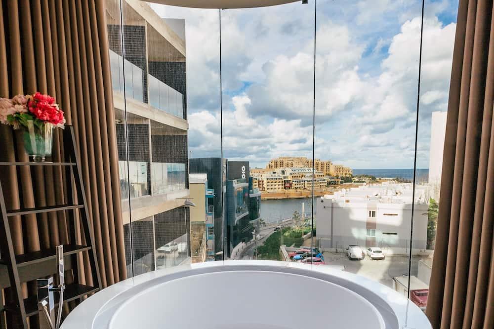 Suite – luxury, massasjebadekar, delvis utsikt mot sjø - Innendørs spabad