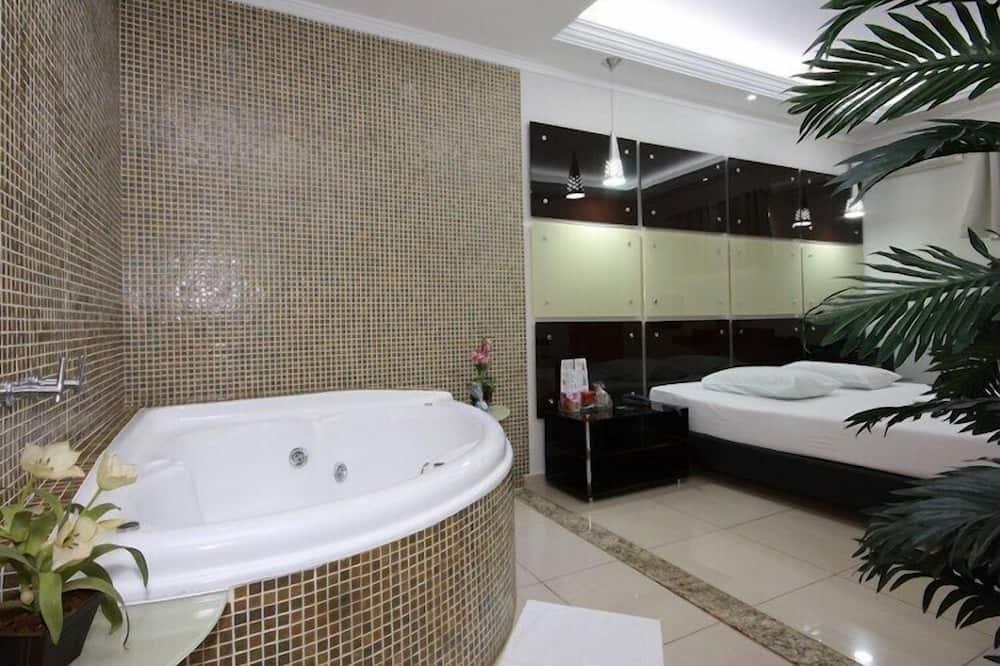 غرفة (Hidro e Sauna) - مغطس بمضخات للمياه