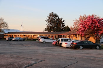 Picture of Wisconsin Aire Motel in Random Lake