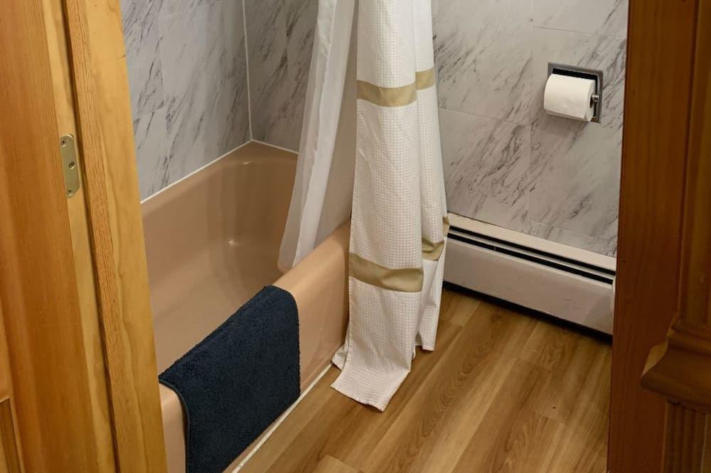 Chambre Double, 2 grands lits - Salle de bain