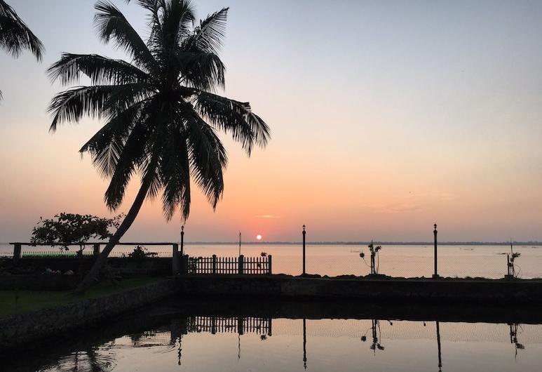 White Palace, Negombo, Lake View