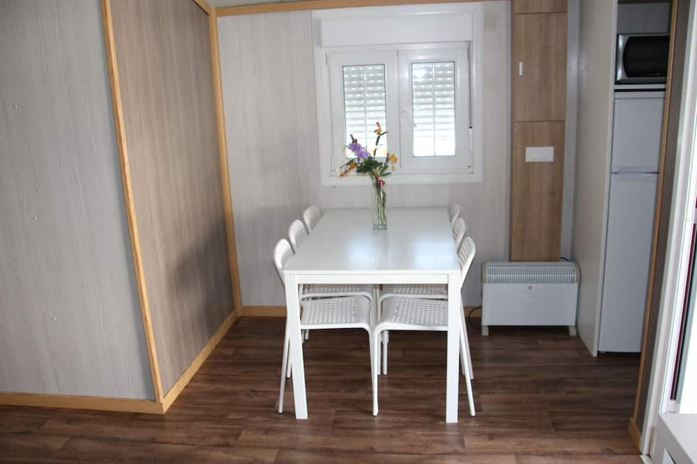 Mobile Home, 2 Bedrooms (6 people) - In-Room Dining