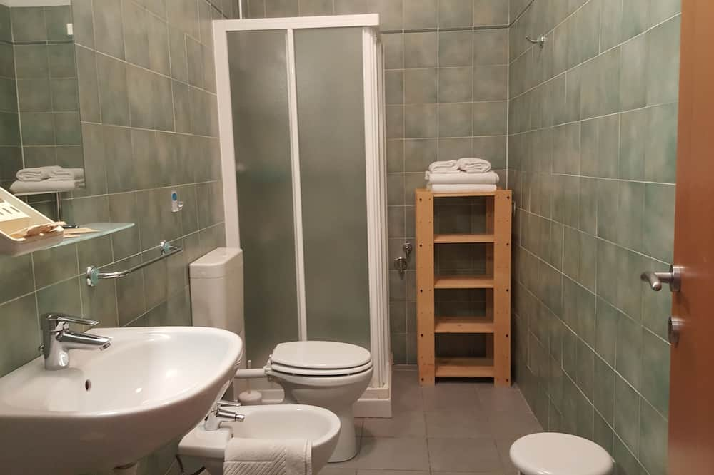 Apartment, 2 Bedrooms, Balcony, Lake View (Castle View) - Bathroom
