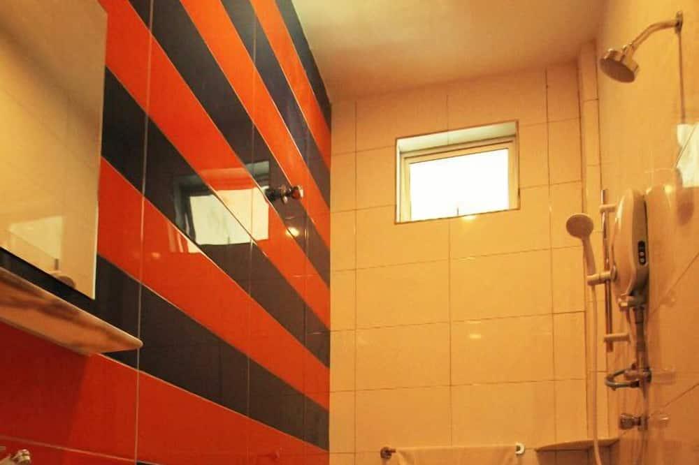 Family Queen - Bathroom