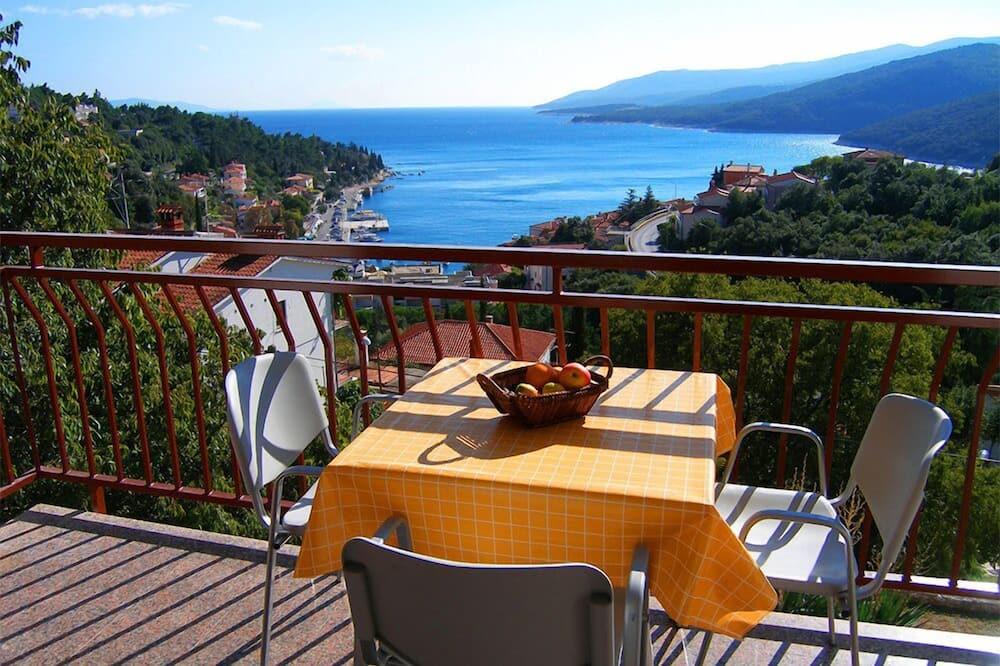 Dzīvokļnumurs ar piekļuvi klubam, trīs guļamistabas, balkons, skats uz jūru - Balkons