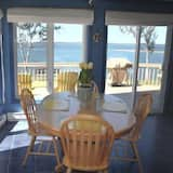 The Nautical Cottage, 2 Bedrooms - In-Room Dining