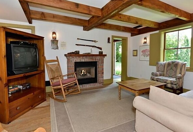 The Swayze Cottage, Niagara-on-the-Lake, Cottage, 2 Bedrooms, Living Room