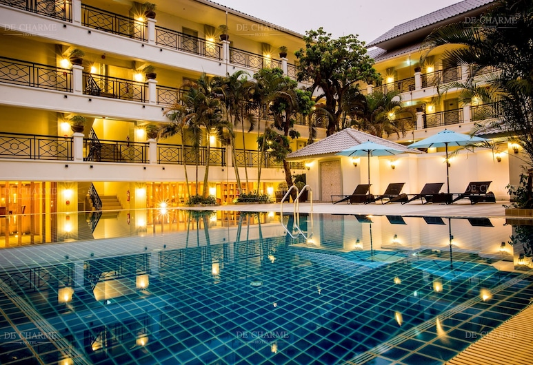 โรงแรมเดอชาร์ม, เชียงใหม่, สระว่ายน้ำกลางแจ้ง