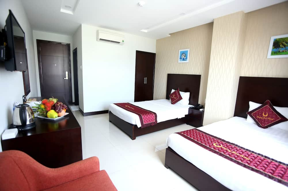 Liukso klasės kambarys (1 dvigulė / 2 viengulės lovos) - Svetainė