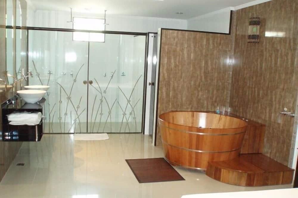 Suite (Record Ofuro) - Bathroom