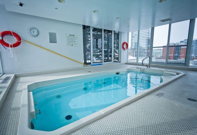 Red Maple Suites - Icon, Toronto, Binnenzwembad