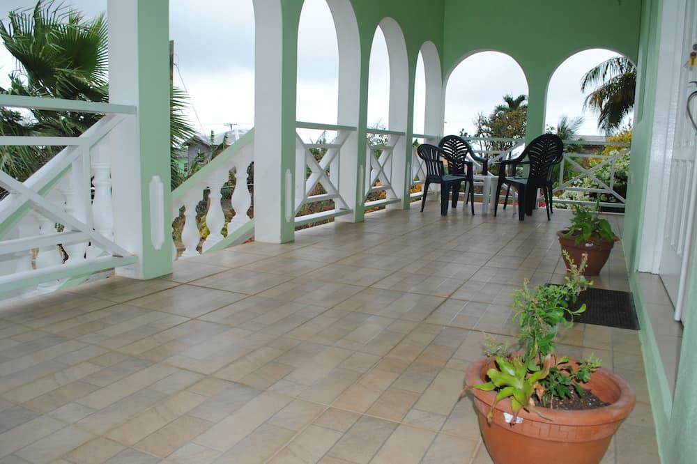 Traditioneel appartement, keuken - Terras