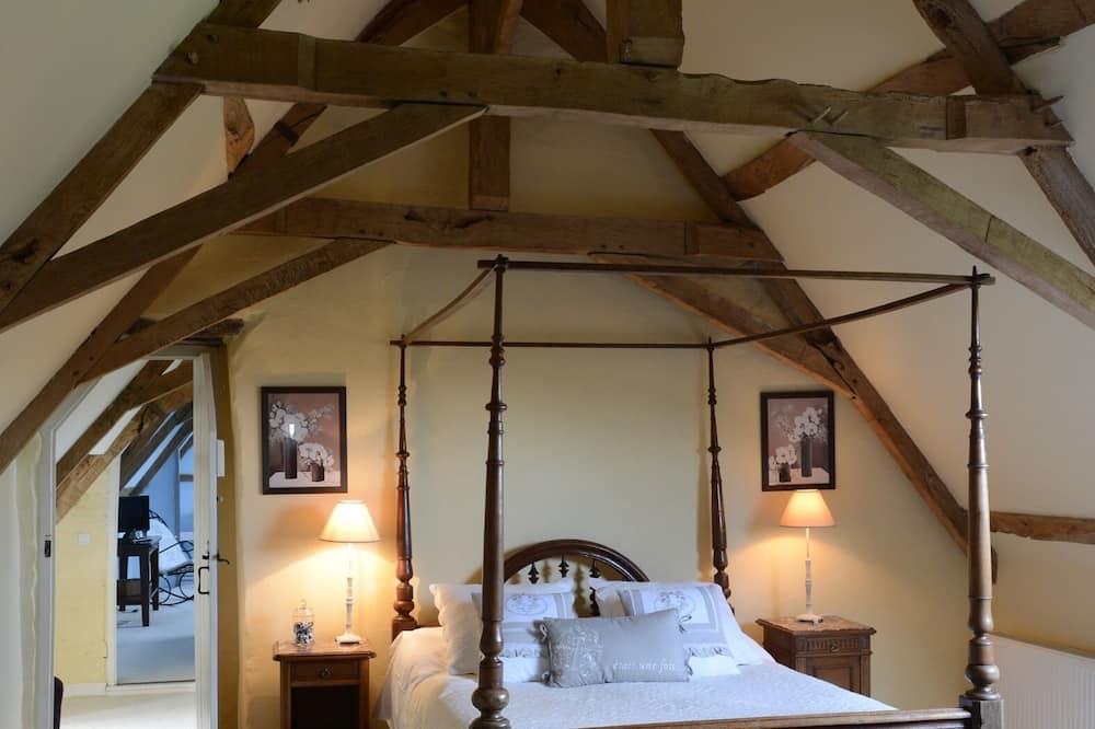 Trippelrum - privat badrum - utsikt mot trädgården (Room 19) - Gästrum