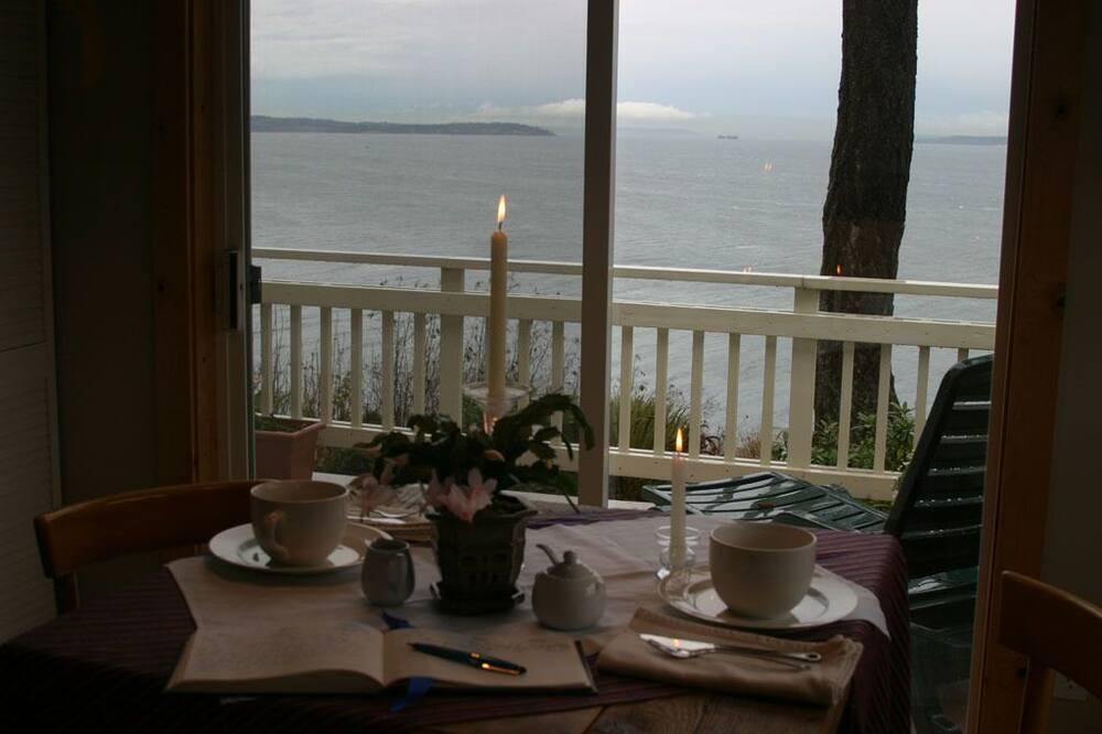 The Loft - In-Room Dining