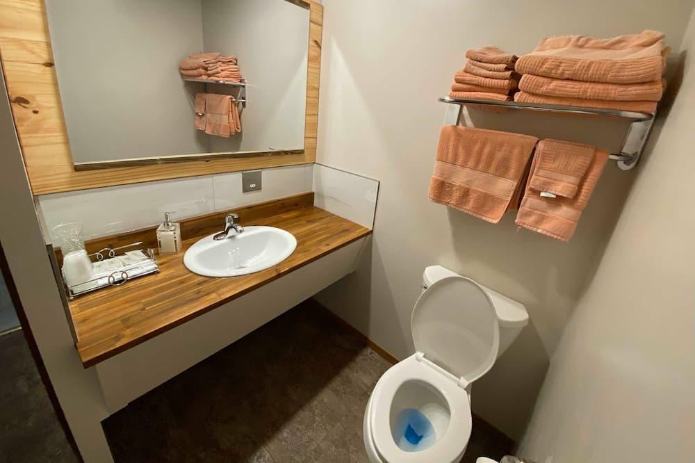 Deluxe-huone, 2 parisänkyä, Keittotila - Kylpyhuone