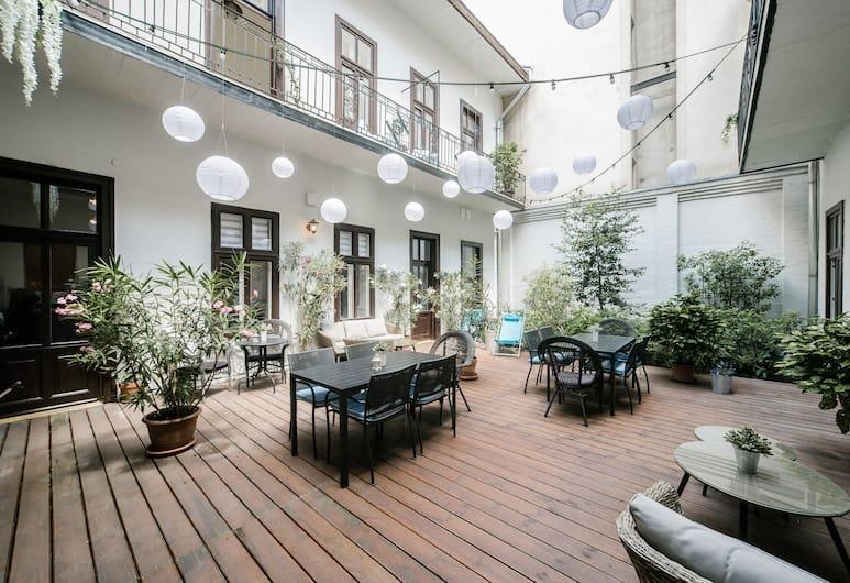 House Beletage, Budimpešta, Terasa/trijem
