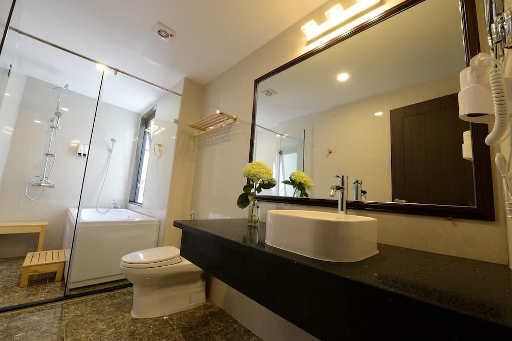 Junior Twin Room - Bathroom