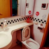 Premier četverokrevetna soba, 1 spavaća soba, pogled na grad - Umivaonik u kupaonici
