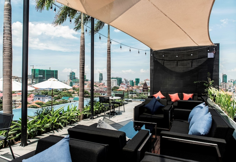 Aquarius Hotel & Urban Resort Phnom Penh, Phnom Penh, Binnen/buitenzwembad