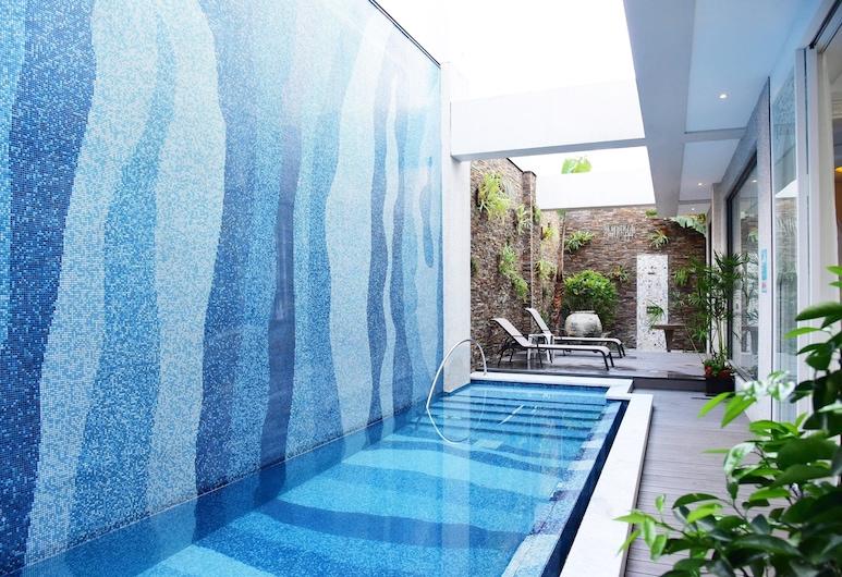 芭蕾城市渡假旅店, 台中市, 豪華園景泳池套房, 可使用泳池 /戲水池(KTV房, 歡唱時間10:00AM to 12AM,  19:00後入住), 私人游泳池