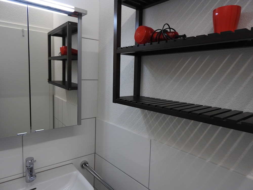 city apartments inside. INSIDE FIVE City Apartments  Zurich Comfort Apartment Garden View Bathroom Book in Hotels com