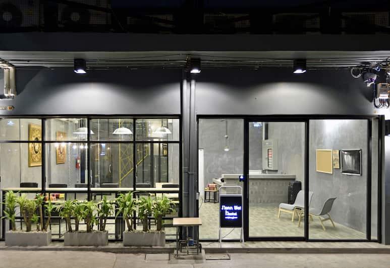 M Gray Hostel & Cafe, Bangkok