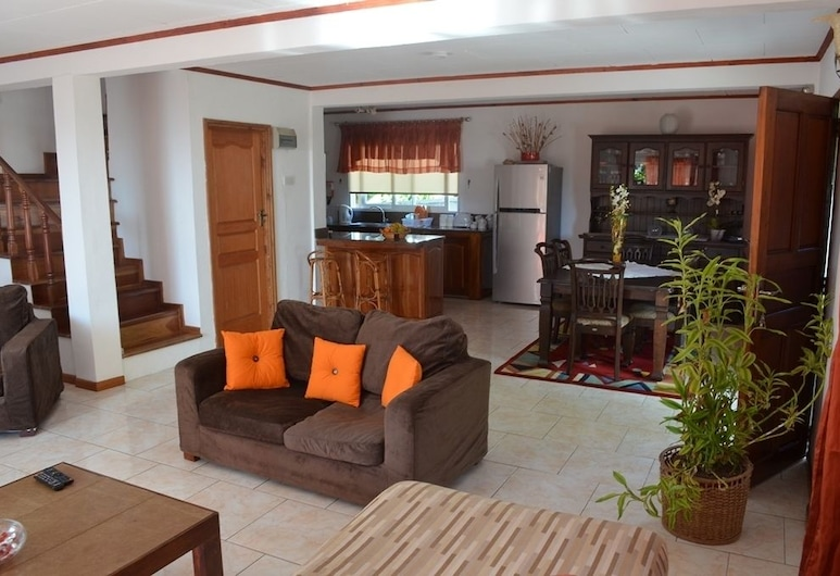 Touchdown Villa, Mahe Island, Panoramic House, 2 Bedrooms, Kitchenette, Ocean View, Living Area