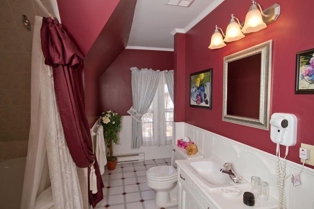 Luxus szoba kétszemélyes ággyal, 1 queen (nagyméretű) franciaágy, hidromasszázskád (Inn: 12-15) - Fürdőszoba