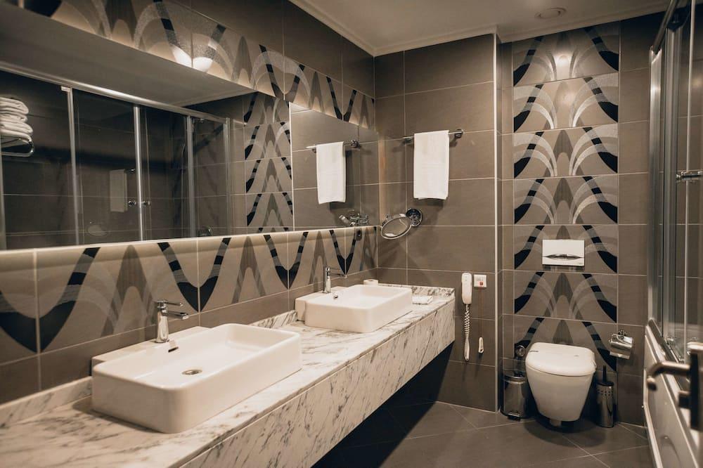 家庭雙人或雙床房 - 浴室