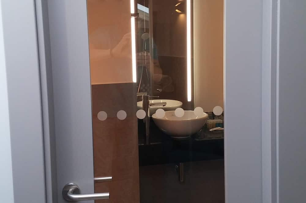 Family Room, 1 Bedroom - Bathroom