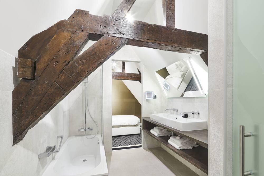 Номер-люкс категорії «Джуніор», 1 ліжко «кінг-сайз», для некурців - Ванна кімната