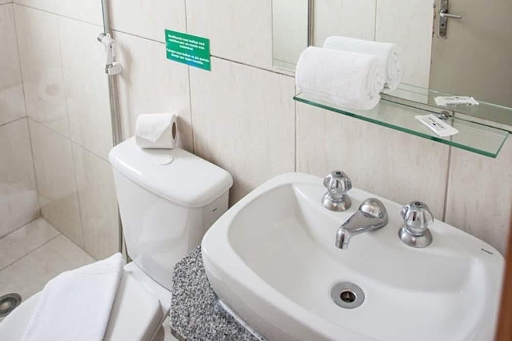 Standard Twin Room, 2 Single Beds - Bathroom