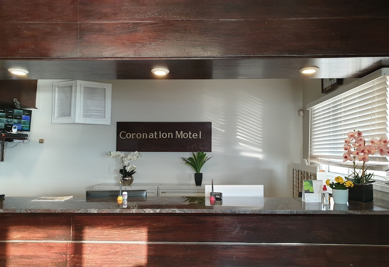 Coronation Motel, Coronation, Lobi