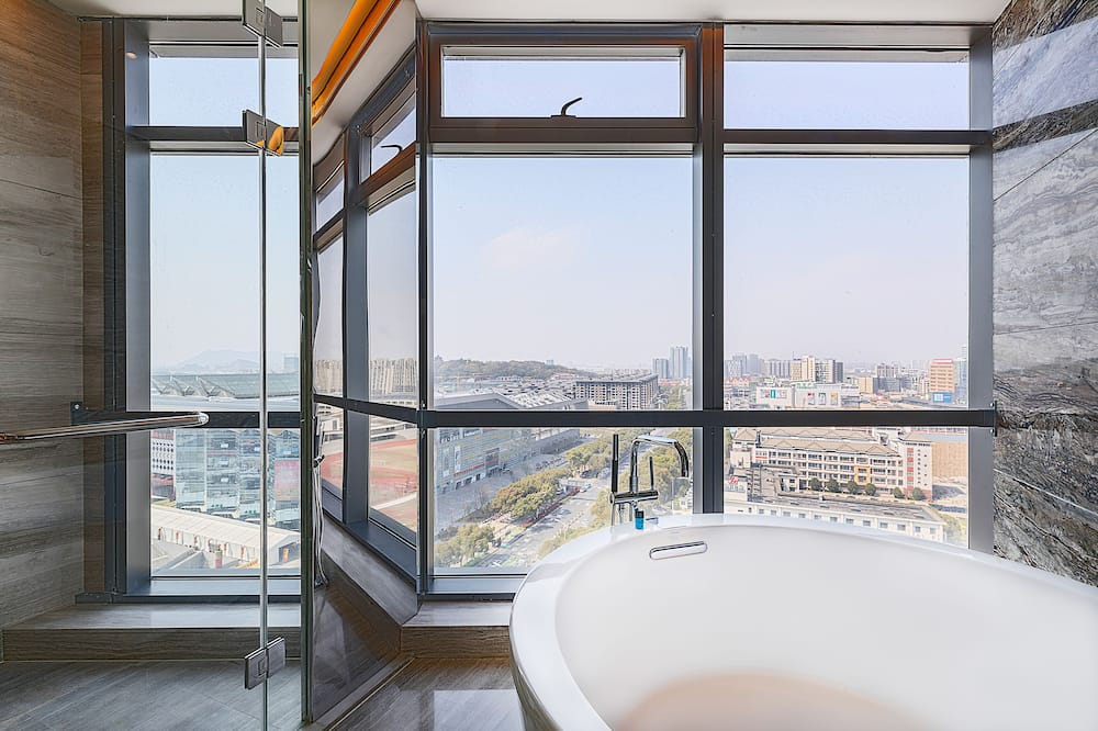 Corner Deluxe Room - Bathroom