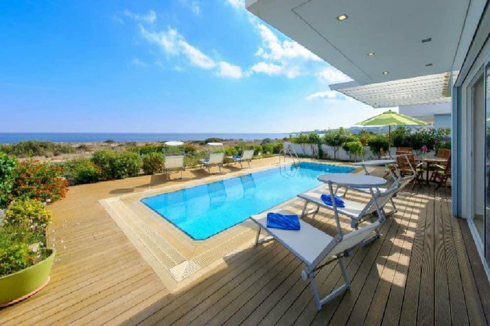 Deluxe Villa, 3 Bedrooms, Private Pool, Oceanfront (Balsa) - Teres/Laman Dalam