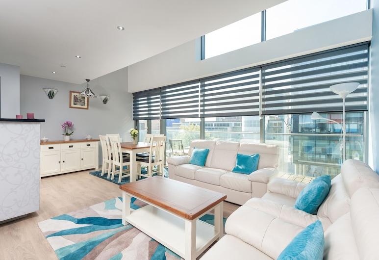 Glasgow City Flats, Glasgow, Apartment, 3 Bedrooms (112 Cowcaddens Road), Living Area