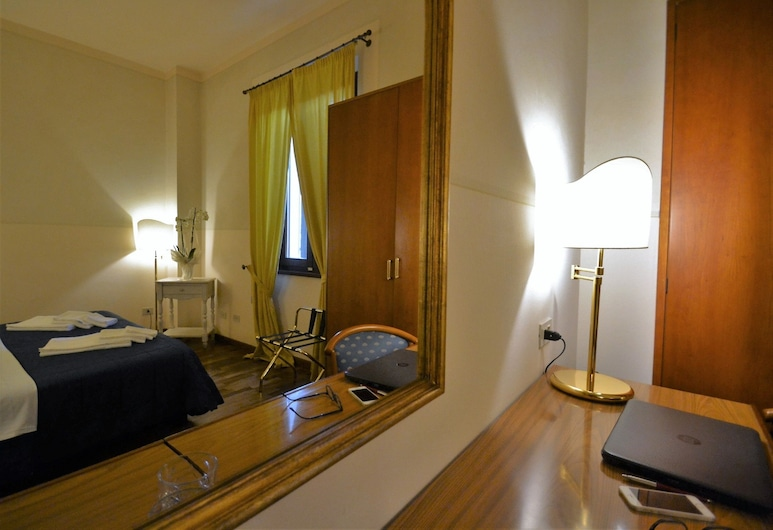Hotel Posta, de Cecina, Habitación estándar doble, 1 cama doble o 2 individuales, Habitación
