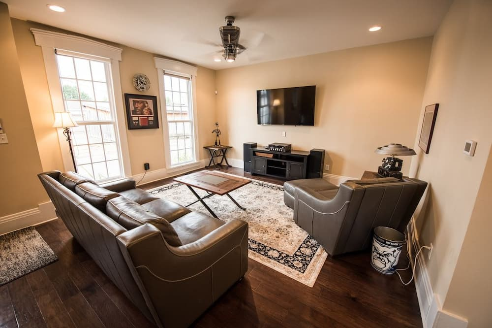 Carriage House (extra beds on request) - Living Room