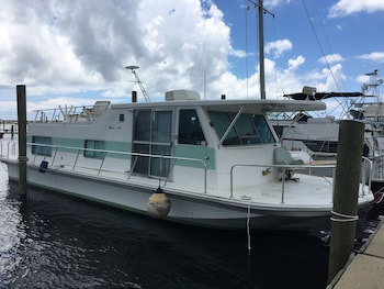 Top 10 House Boat Rentals in Fort Walton Beach - Destin (and