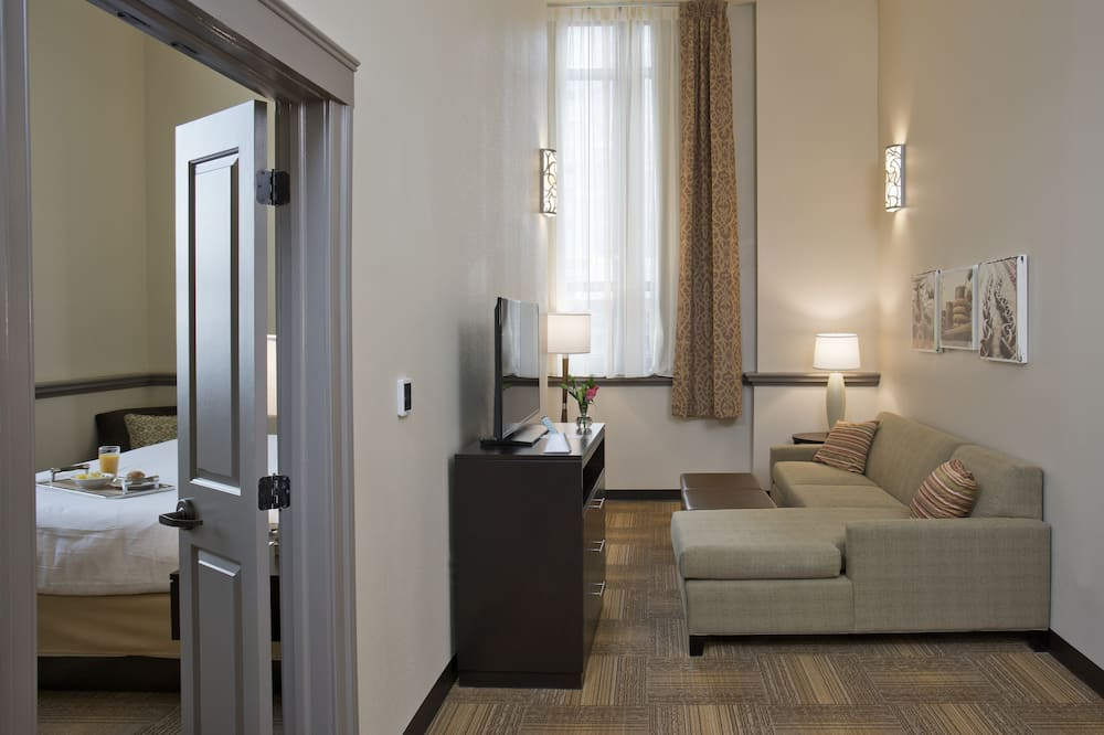 Suite, 1 soverom, ikke-røyk (2 Bed Queen) - Oppholdsområde