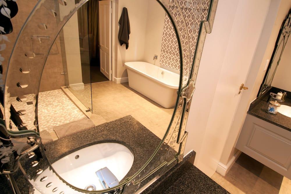 Luxury Room (garden facing, bath ) - Bathroom