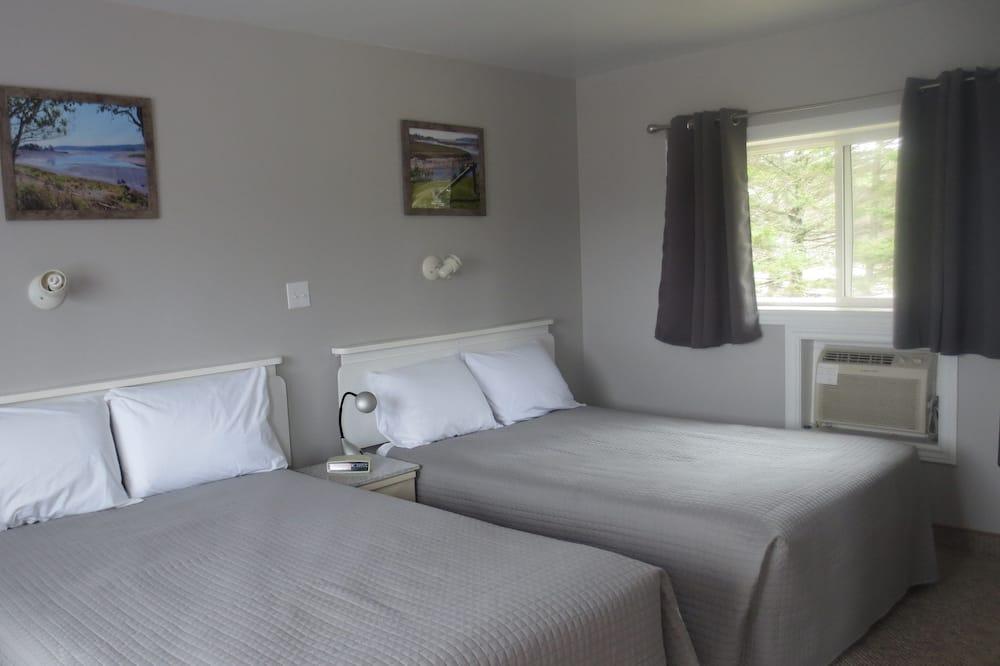 Chambre Standard, 2 lits doubles, réfrigérateur et four à micro-ondes - Chambre